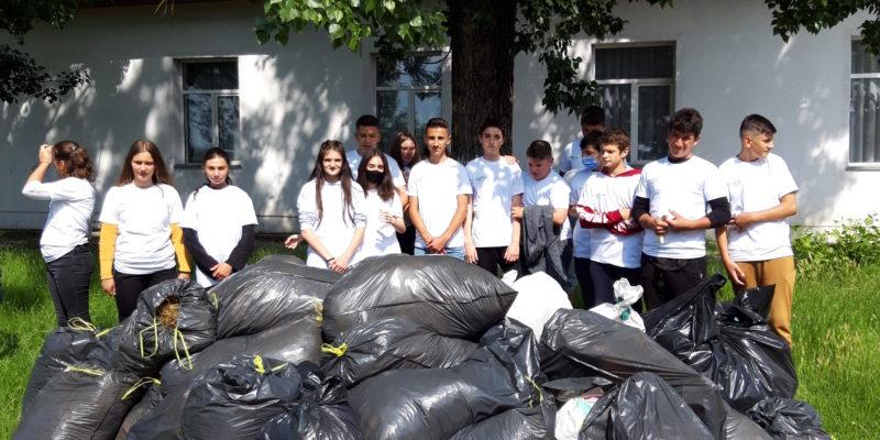 Eco voluntarii din Jugureni 1