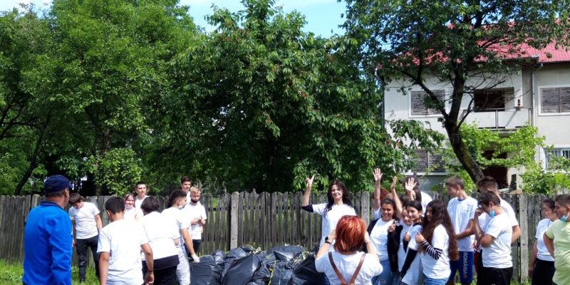Eco voluntarii din Razvad